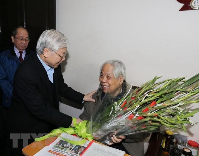 Tổng Bí thư Nguyễn Phú Trọng thăm nguyên Tổng Bí thư Đỗ Mười và nguyên Chủ tịch nước Lê Đức Anh - ảnh 1