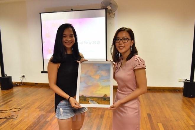 Hàng trăm học sinh nghèo tại Việt Nam được nhận học bổng Hoa Phong lan Singapore - ảnh 1
