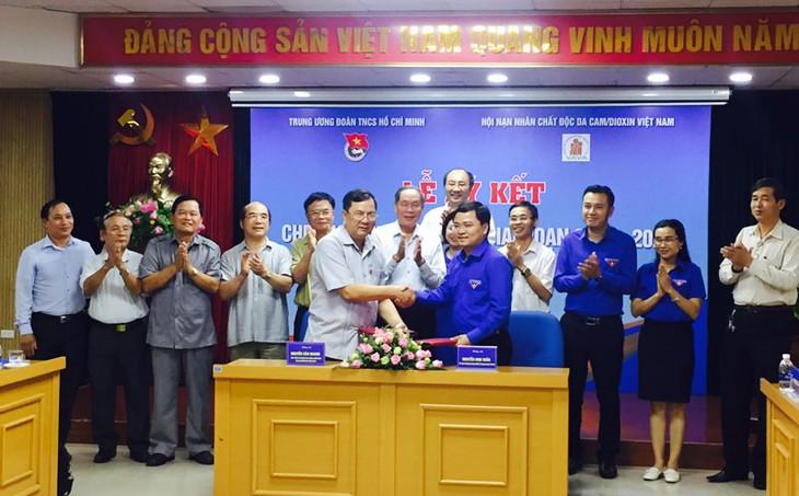 Trung ương Đoàn và Hội Nạn nhân chất độc da cam/dioxin Việt Nam tăng cường phối hợp - ảnh 1
