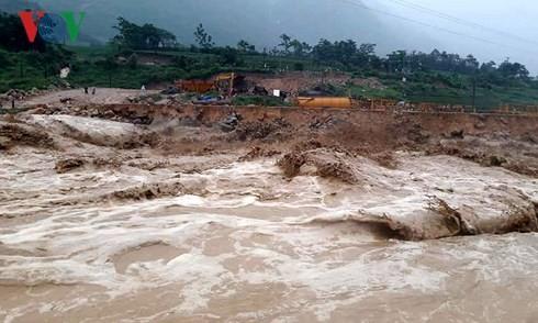 Trung ương Hội Chữ thập đỏ Việt Nam hỗ trợ người dân bị ảnh hưởng mưa lũ - ảnh 1