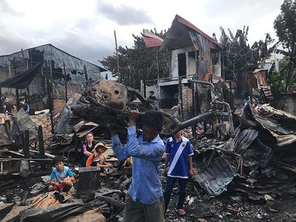 Mặt trận Tổ quốc Việt Nam hỗ trợ các gia đình người Việt tại Campuchia bị hỏa hoạn 1,4 tỷ đồng  - ảnh 1