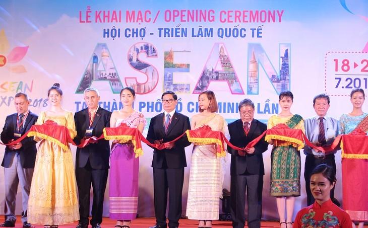 Khai mạc Hội chợ triển lãm quốc tế ASEAN 2018 tại thành phố Hồ Chí Minh  - ảnh 1