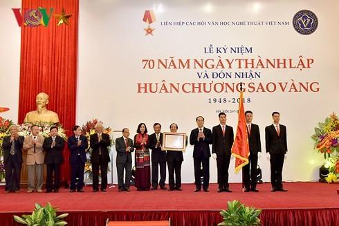 Liên hiệp các Hội VH-NT Việt Nam đón nhận Huân chương Sao Vàng - ảnh 5