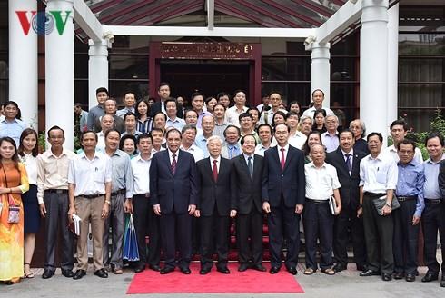 Liên hiệp các Hội VH-NT Việt Nam đón nhận Huân chương Sao Vàng - ảnh 6