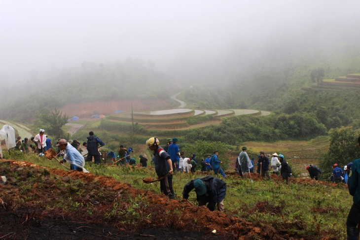 Tặng ruộng bậc thang cho đồng bào Mông canh tác, nâng cao đời sống - ảnh 2