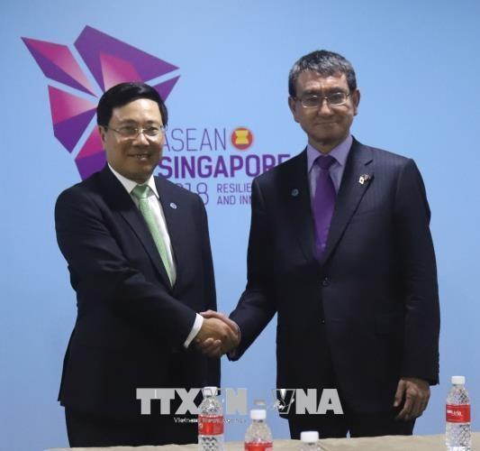 Phó Thủ tướng, Bộ trưởng Ngoại giao Phạm Bình Minh tiếp xúc song phương bên lề Hội nghị BTNG ASEAN  - ảnh 2