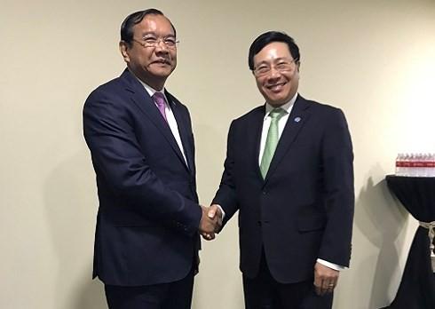 Phó Thủ tướng, Bộ trưởng Ngoại giao Phạm Bình Minh tiếp xúc song phương bên lề Hội nghị BTNG ASEAN  - ảnh 1