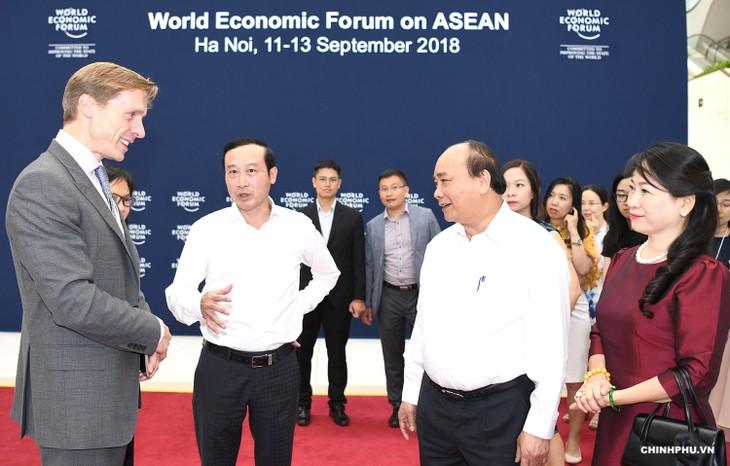 Thủ tướng Chính phủ Nguyễn Xuân Phúc kiểm tra công tác chuẩn bị Hội nghị WEF-ASEAN 2018 - ảnh 1