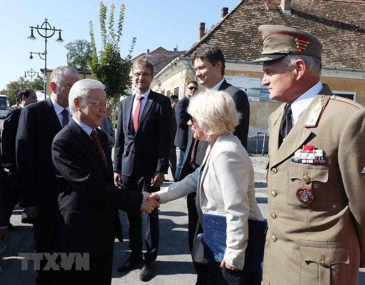 Tổng Bí thư Nguyễn Phú Trọng thăm thành phố Szentendre, Hungary - ảnh 1