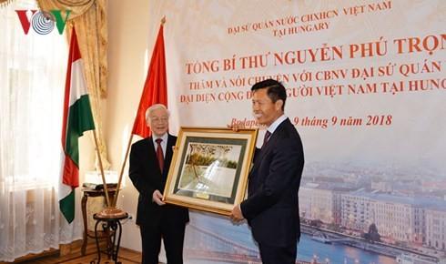 Tổng Bí thư: Mỗi người Việt hãy là cầu nối cho mối quan hệ với Hungary - ảnh 2