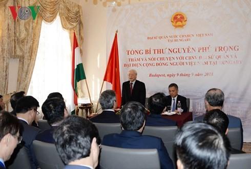 Tổng Bí thư: Mỗi người Việt hãy là cầu nối cho mối quan hệ với Hungary - ảnh 1