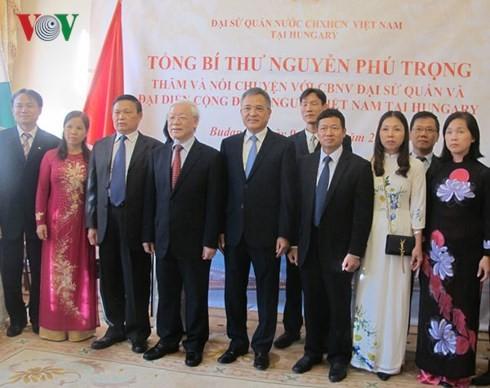 Tổng Bí thư: Mỗi người Việt hãy là cầu nối cho mối quan hệ với Hungary - ảnh 3