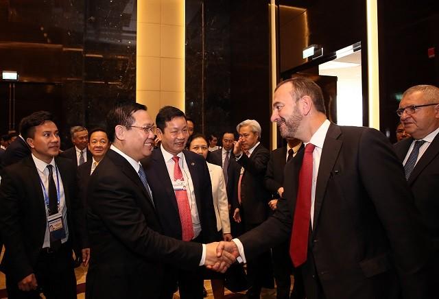 Phó Thủ tướng Vương Đình Huệ gặp mặt lãnh đạo một số Tập đoàn tài chính - ảnh 1