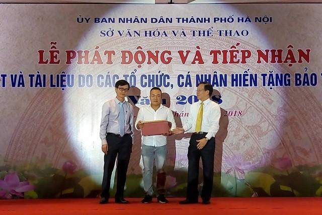 Bảo tàng Hà Nội tiếp nhận hơn 1.000 tư liệu, hiện vật do tổ chức, cá nhân hiến tặng  - ảnh 1
