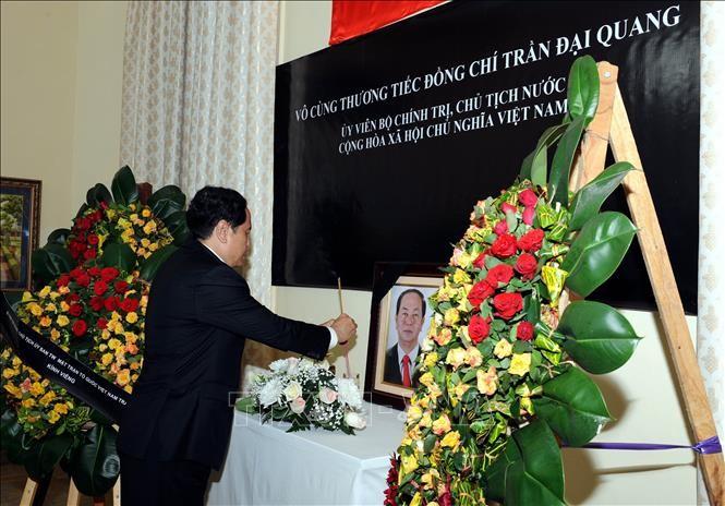 Đại sứ quán Việt Nam tại các nước tổ chức lễ viếng Chủ tịch nước Trần Đại Quang - ảnh 1