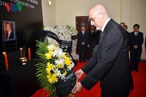Đại sứ quán Việt Nam tại Campuchia tổ chức Lễ viếng Chủ tịch nước Trần Đại Quang - ảnh 3