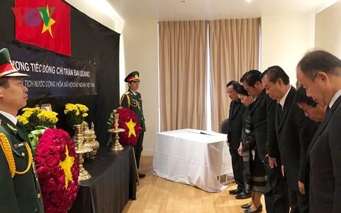 ĐSQ Việt Nam tại các nước mở sổ tang viếng Chủ tịch nước Trần Đại Quang - ảnh 2