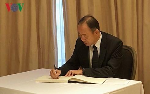 ĐSQ Việt Nam tại các nước mở sổ tang viếng Chủ tịch nước Trần Đại Quang - ảnh 1