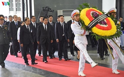 Khoảng 1.500 đoàn đến viếng Chủ tịch nước Trần Đại Quang ngày 26/9 - ảnh 1