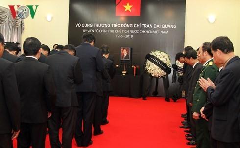 Đại sứ quán Việt Nam tại Campuchia tổ chức Lễ viếng Chủ tịch nước Trần Đại Quang - ảnh 1