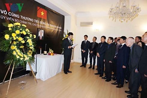 Cơ quan ngoại giao Việt Nam tại các nước tổ chức lễ viếng Chủ tịch nước Trần Đại Quang - ảnh 1