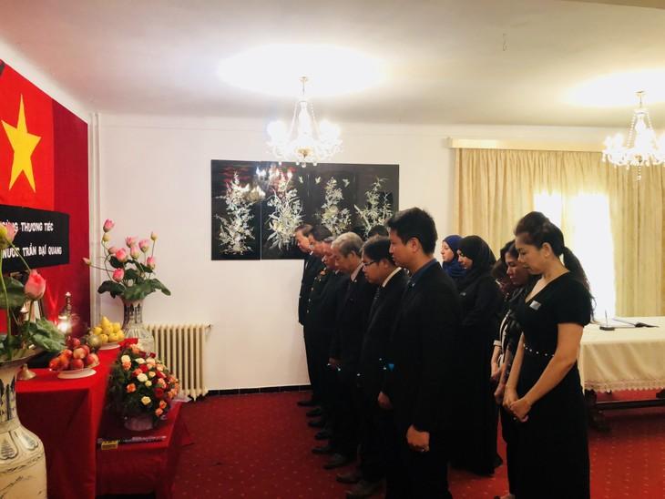 Chủ tịch Hội đồng quốc gia An-giê-ri Abdelkader Bensalah viếng và ghi Sổ tang tưởng nhớ Chủ tịch nước Trần Đại Quang - ảnh 3