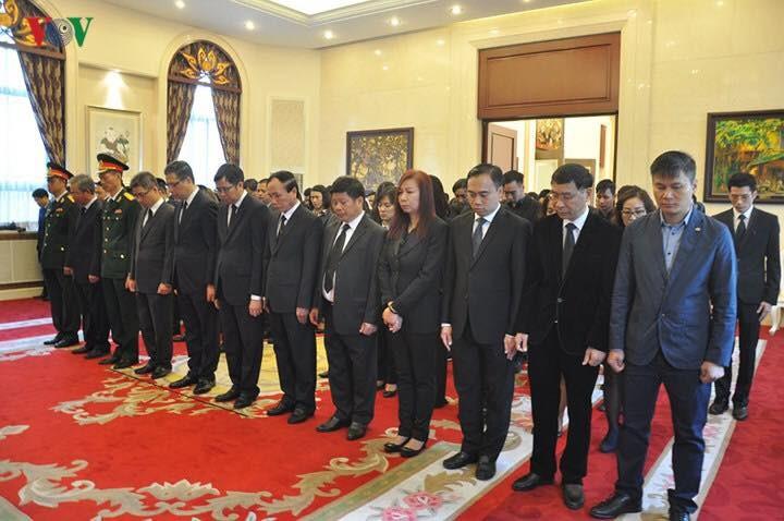 Cơ quan ngoại giao Việt Nam tại các nước tổ chức lễ viếng Chủ tịch nước Trần Đại Quang - ảnh 4