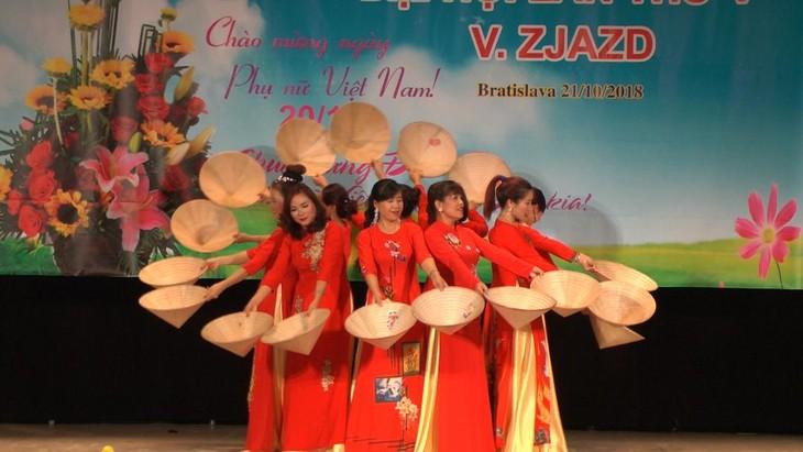 Hội phụ nữ Việt Nam tại Cộng hoà Slovakia vừa tổ chức đại hội lần thứ 5 - ảnh 4