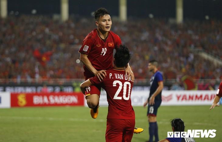 Quang Hải, Công Phượng ghi bàn, tuyển Việt Nam vào chung kết AFF Cup sau 10 năm chờ đợi - ảnh 2