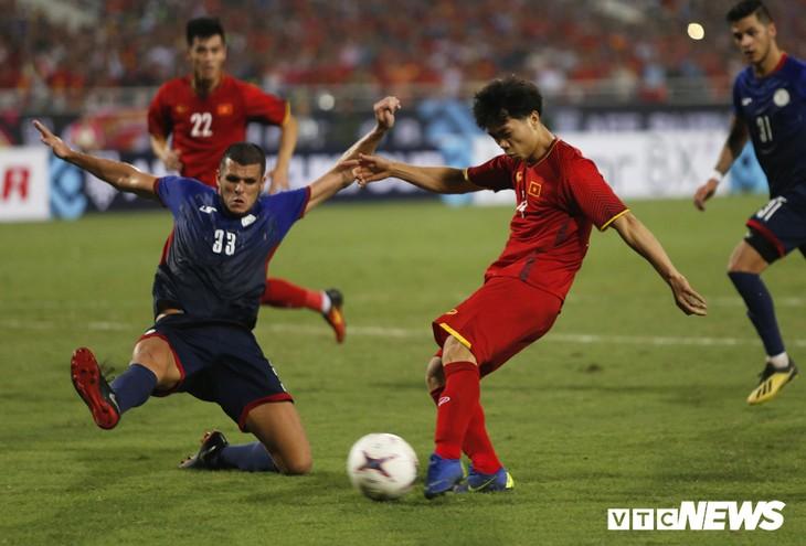 Quang Hải, Công Phượng ghi bàn, tuyển Việt Nam vào chung kết AFF Cup sau 10 năm chờ đợi - ảnh 1