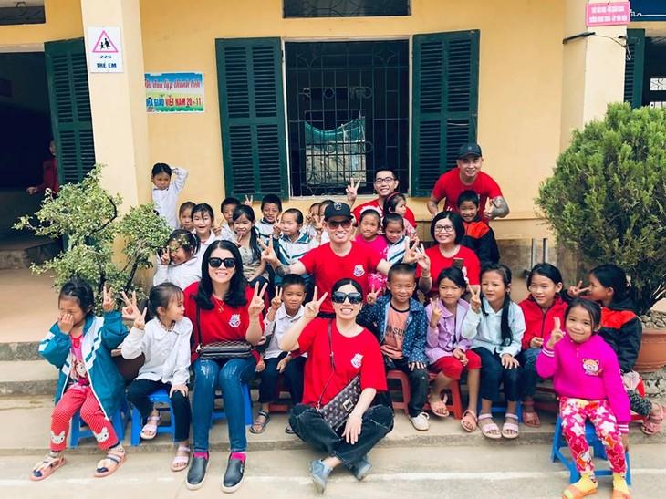 Kiều bào tại Đài Loan, Trung Quốc kết hợp tặng quà cho học sinh nghèo ở tỉnh Điện biên - ảnh 1