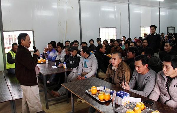 Đại sứ quán Việt Nam tại An-giê-ri thăm, chúc tết công nhân Việt Nam  - ảnh 1