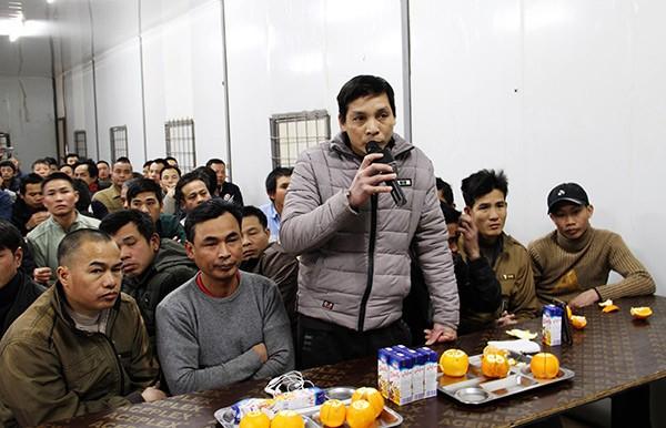 Đại sứ quán Việt Nam tại An-giê-ri thăm, chúc tết công nhân Việt Nam  - ảnh 4