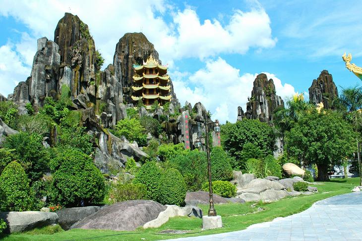 Hơn 6 vạn du khách tham quan Di tích Quốc gia đặc biệt Ngũ Hành Sơn - ảnh 1