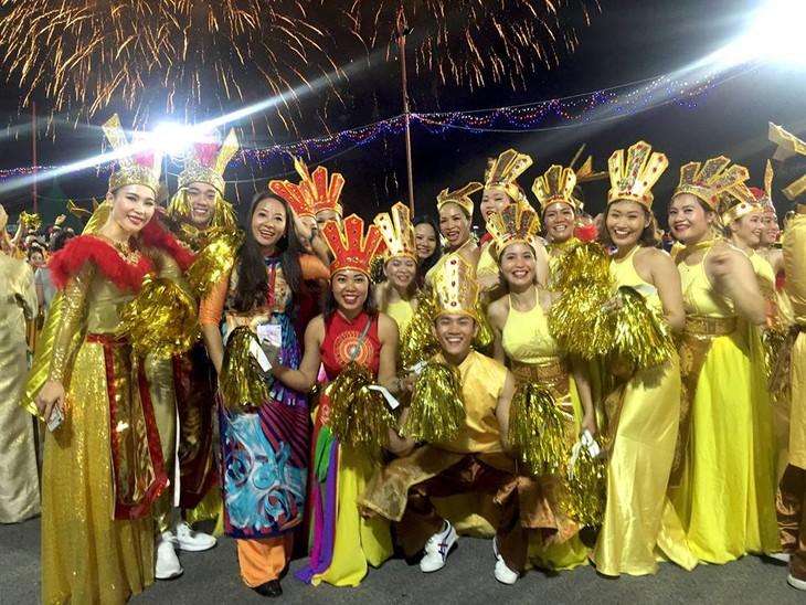 Cộng đồng người Việt tham gia lễ hội đường phố Chingay Parade tại Singapore - ảnh 11