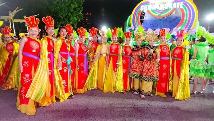 Cộng đồng người Việt tham gia lễ hội đường phố Chingay Parade tại Singapore - ảnh 8