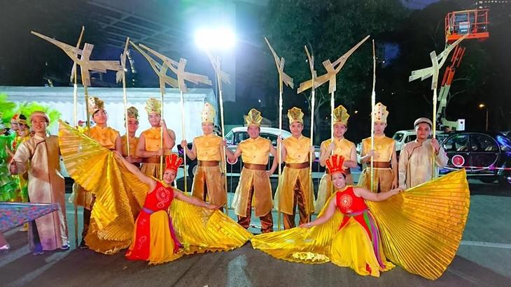 Cộng đồng người Việt tham gia lễ hội đường phố Chingay Parade tại Singapore - ảnh 9