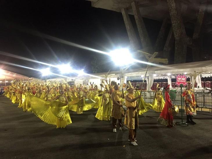 Cộng đồng người Việt tham gia lễ hội đường phố Chingay Parade tại Singapore - ảnh 16