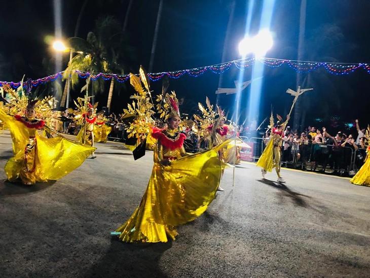 Cộng đồng người Việt tham gia lễ hội đường phố Chingay Parade tại Singapore - ảnh 18