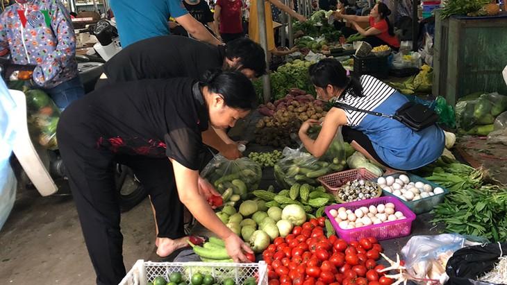 Giá rau xanh bắt đầu tăng mạnh sau mưa bão - ảnh 2