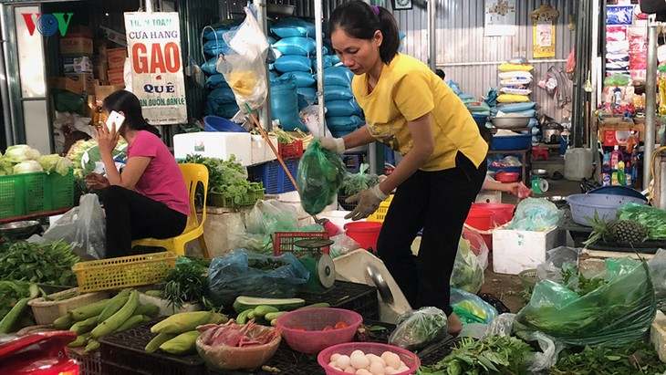 Giá rau xanh bắt đầu tăng mạnh sau mưa bão - ảnh 1