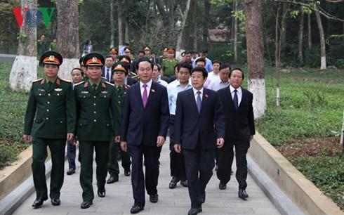 Chủ tịch nước Trần Đại Quang dâng hương Chủ tịch Hồ Chí Minh - ảnh 1