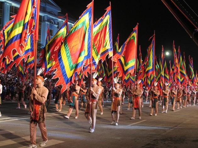 Giỗ Tổ Hùng Vương - Lễ hội Đền Hùng 2016: Sôi động lễ hội dân gian đường phố  - ảnh 1