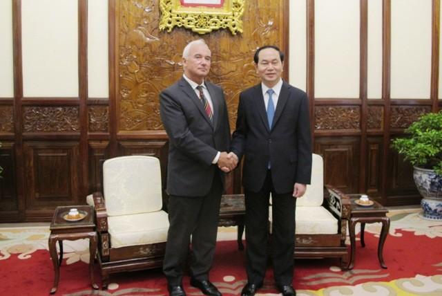 Chủ tịch nước Trần Đại Quang tiếp Đại sứ Belarus đến chào từ biệt - ảnh 1