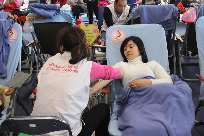 """Trên 2.000 người tham gia Ngày hội hiến máu """"Giọt hồng chung sức vì biển, đảo thân yêu""""  - ảnh 1"""