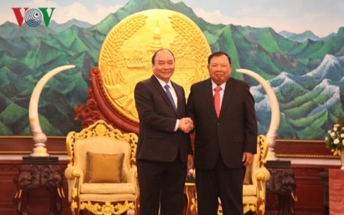 Thủ tướng Nguyễn Xuân Phúc gặp gỡ các Lãnh đạo Đảng, Nhà nước Lào - ảnh 1