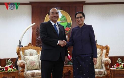 Thủ tướng Nguyễn Xuân Phúc gặp gỡ các Lãnh đạo Đảng, Nhà nước Lào - ảnh 2