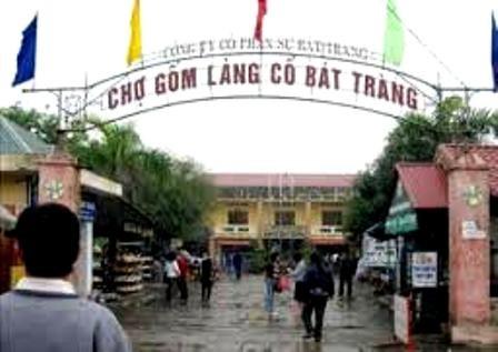 มาค้นหาหมู่บ้านเซรามิกBat Trang กับผู้สื่อข่าวชาวฝรั่งเศส - ảnh 1