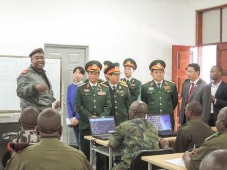 เวียดนามกับโมแซมบิกขยายความร่วมมือด้านการป้องกันประเทศ - ảnh 1