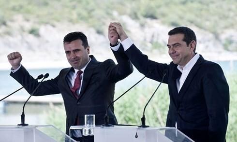 Greece, Macedonia sign agreement on name change - ảnh 1